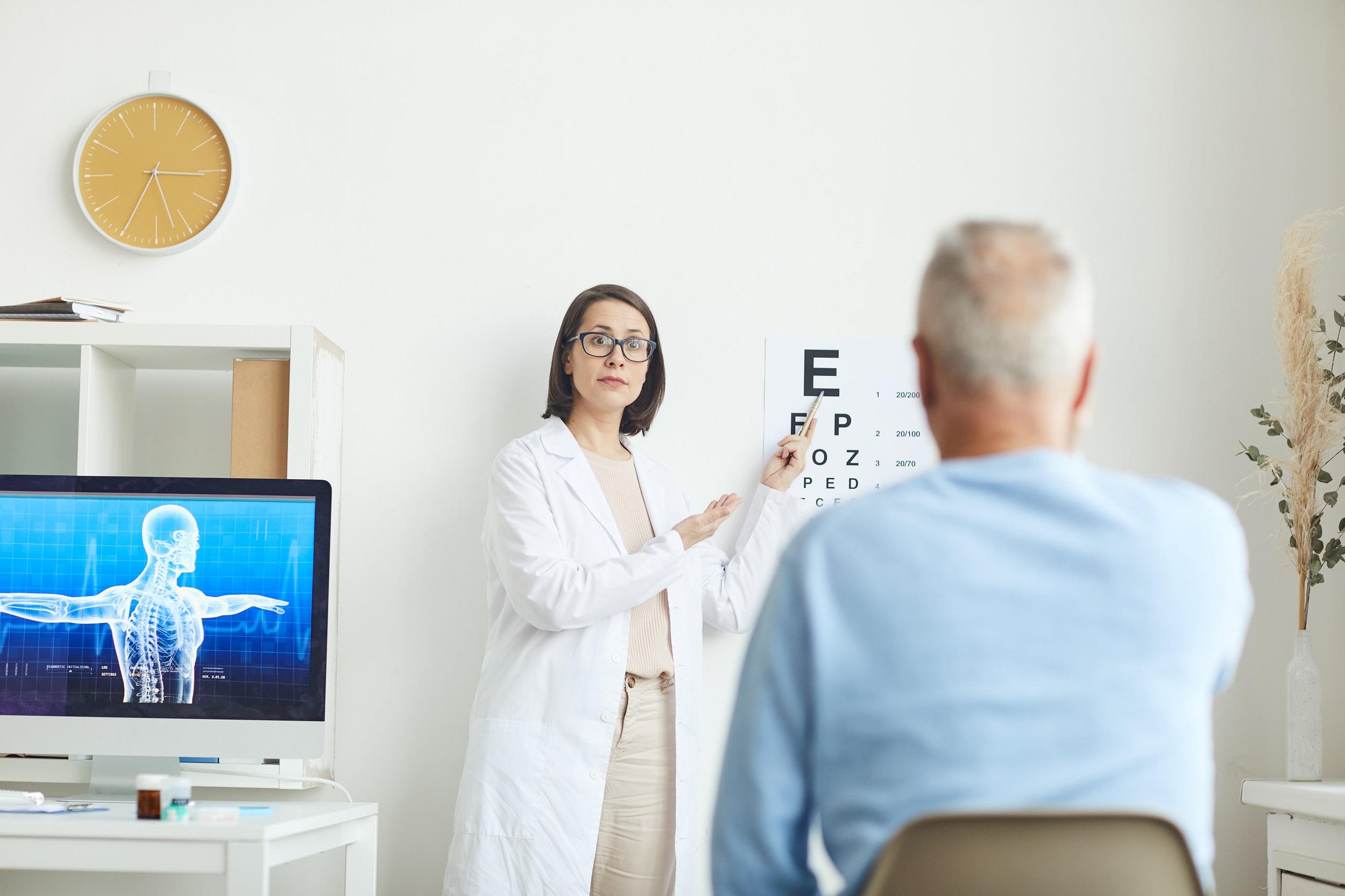 eye test in clinic ZWRVXEX min